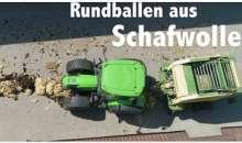 Presarea lanii de oaie in baloti rotunzi, la o ferma din Austria